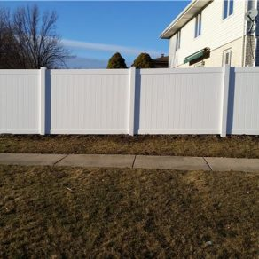 new vinyl fence install from a skilled fence contractor in chicago heights